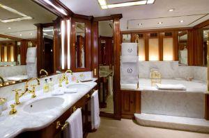 bagno dello yacht Be Mine - Lenora Lurssen yachts